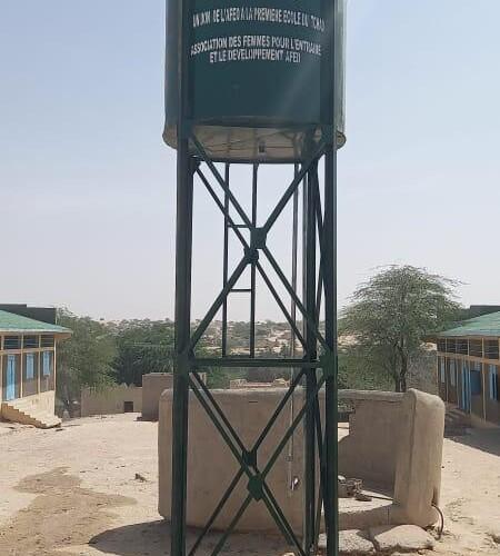 Délabrée, la première école du Tchad reçoit de l'aide