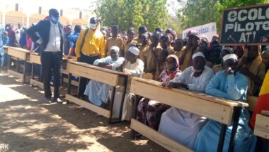 Tchad : la Fondation Grand Cœur offre 1 000 tables-bancs au Batha
