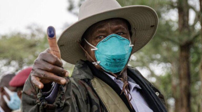 Ouganda: Yoweri Museveni rempile pour un 6è mandat