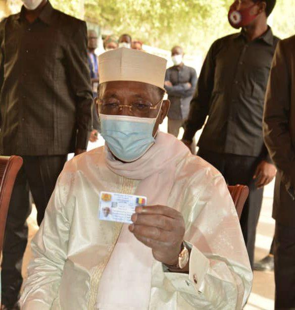 Tchad : Idriss Deby Itno est entré en possession de sa carte d'électeur