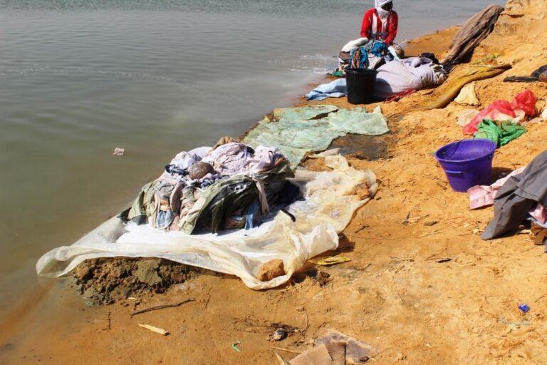 Blanchisserie artisanale, une activité à la fois génératrice de revenus et destructrice de l'environnement