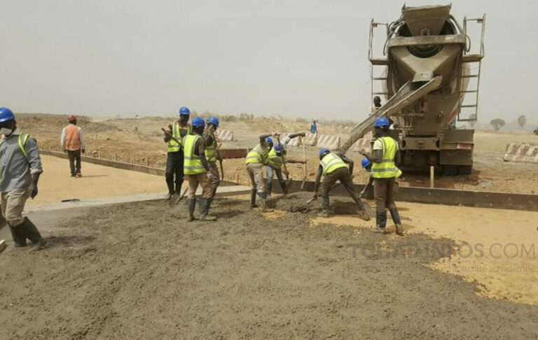 Tchad : visite inopinée de Deby sur le chantier du 3e pont sur le Chari