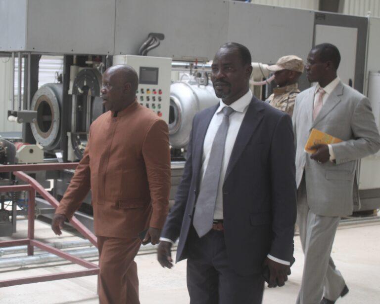 Tchad : le DG des impôts effectue une visite inopinée dans la zone industrielle de Farcha