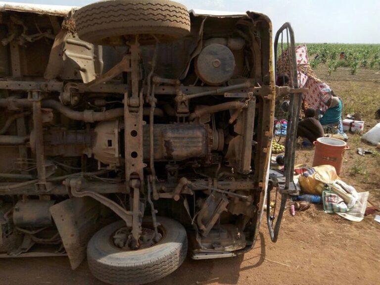 Tchad « le transport des personnes sur les véhicules chargés des marchandises est strictement interdit »