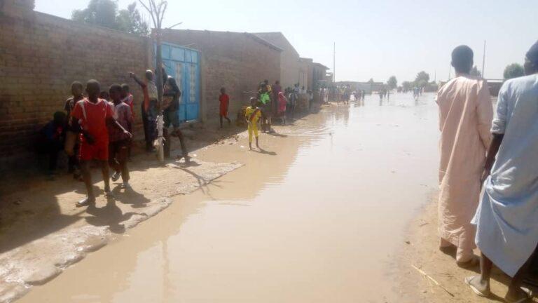 Montée des eaux : les habitants de Walia Hadjaraï quittent leur quartier