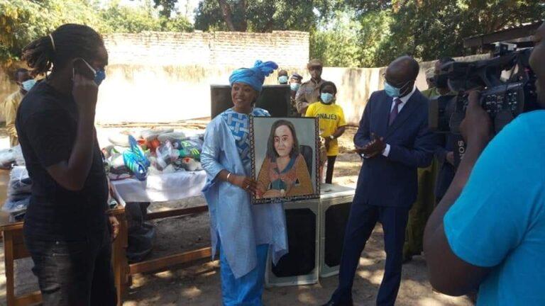 Koumra: La ministre de la Femme offre du matériel de sonorisation au Centre café des arts