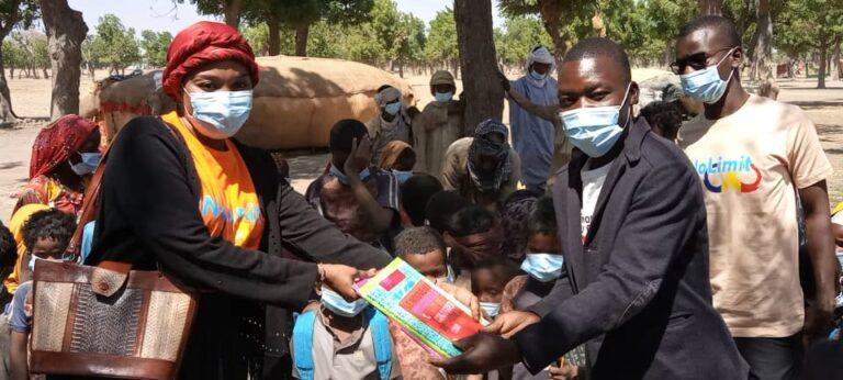 """Tchad: La dynamique citoyenne """"No limit"""" offre des matériels à l'école des enfants nomades de Toukra"""