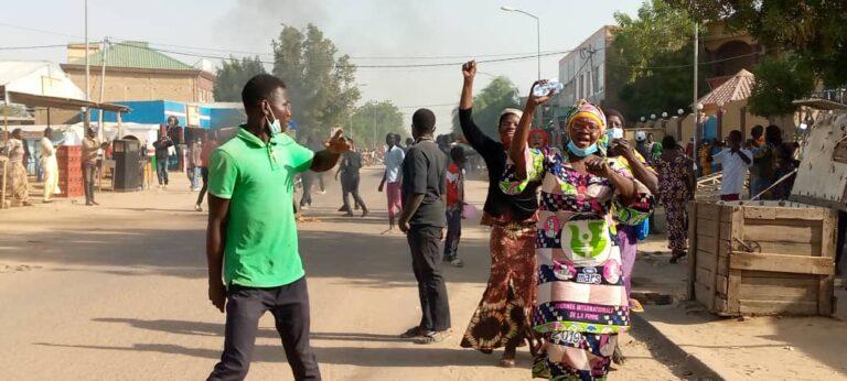 Tchad: des manifestants divertissent la police