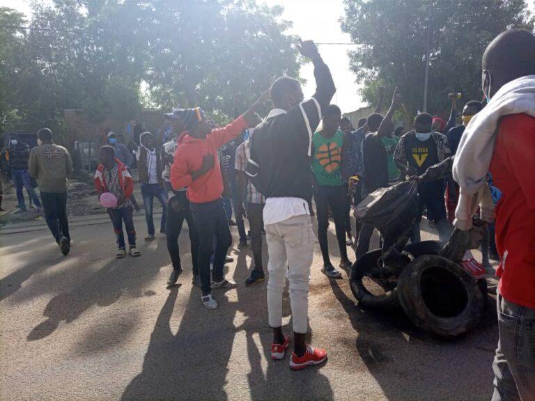 عاجل: على الرغم من حظرها ، المظاهرات قد بدأت في بعض أحياء العاصمة