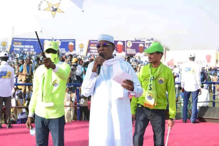 """Présidentielle 2021 : """"les diplômés chômeurs, ne perdez pas l'espoir, l'espoir est là, nous allons travailler ensemble"""", Idriss Deby Itno"""