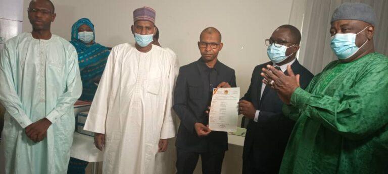L'UNFPA reçoit les premiers actes de naissance sécurisés délivrés au Tchad