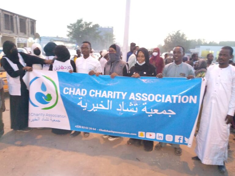 """Chad charity association"" distribue 400 iftars aux passants"