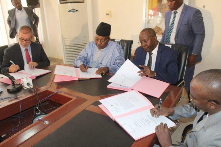 Tchad: signature de la convention de reprise et de garantie du passif de la Coton Tchad.SN