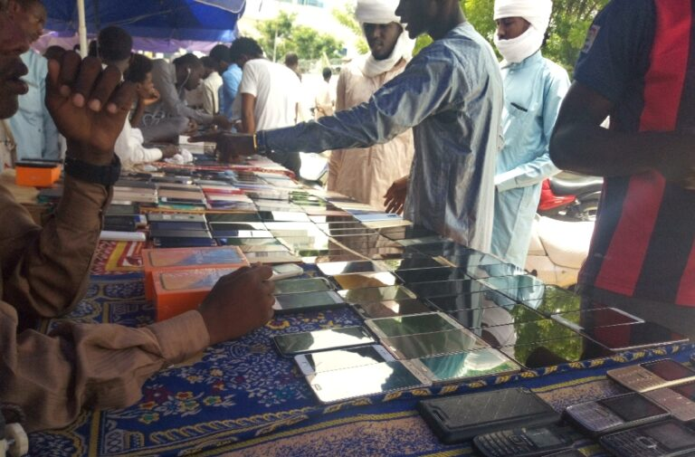 """Société : le """"marché Dubaï"""" ou le (bon)malheur des amoureux des smartphones"""
