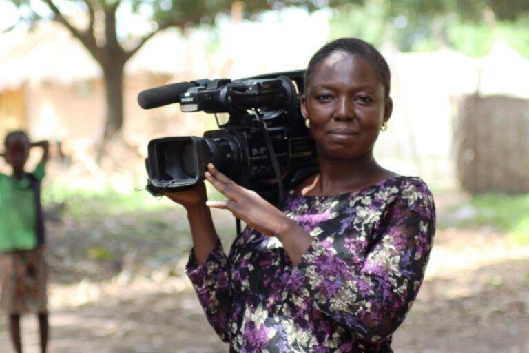 Tchad : Kalna Amboussidi, l'unique femme qui tient la camera à la télévision nationale