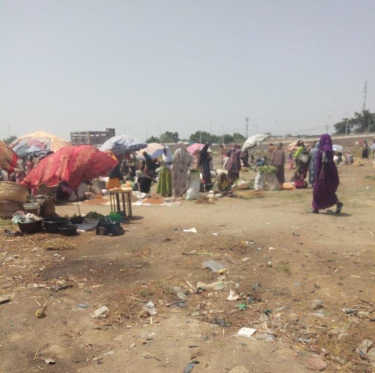 Tchad : ex marché de Dembé, une latrine à ciel ouvert