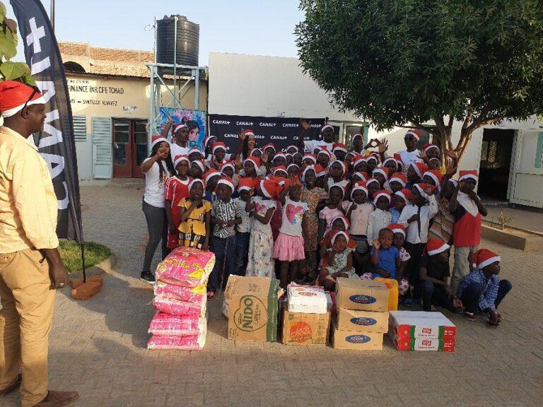 CANAL + offre un Noël avant l'heure à l'orphelinat Dieu bénit