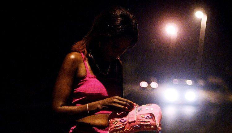 """1/11 Prostitution juvénile : en Côte d'Ivoire, des jeunes filles gagnent de plus en plus le """"marché"""""""