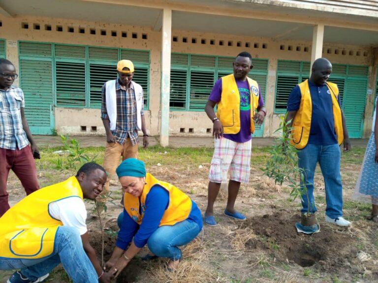 World day clean  : Lions Clubs plante 300 arbres  au lycée Félix Éboué