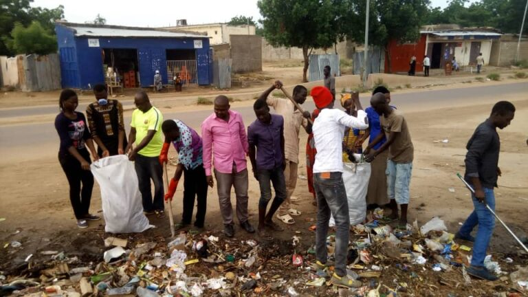 Société : l'ADC mène l'opération nettoyage du quartier Ardep-djoumbal