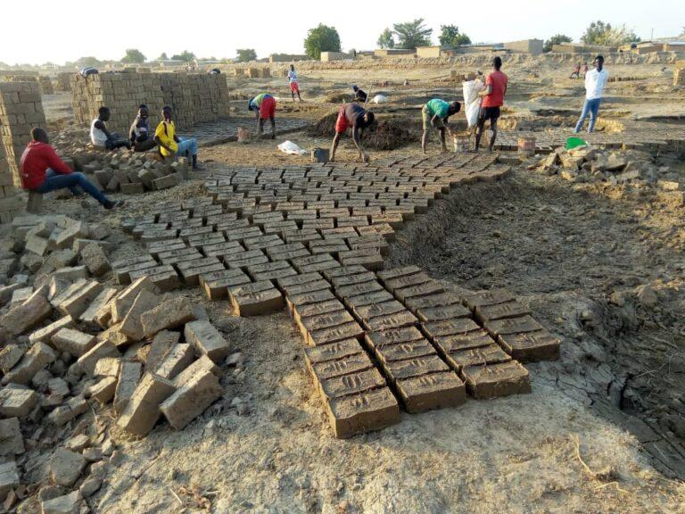 Fabrication des briques : un business qui permet de joindre les deux bouts