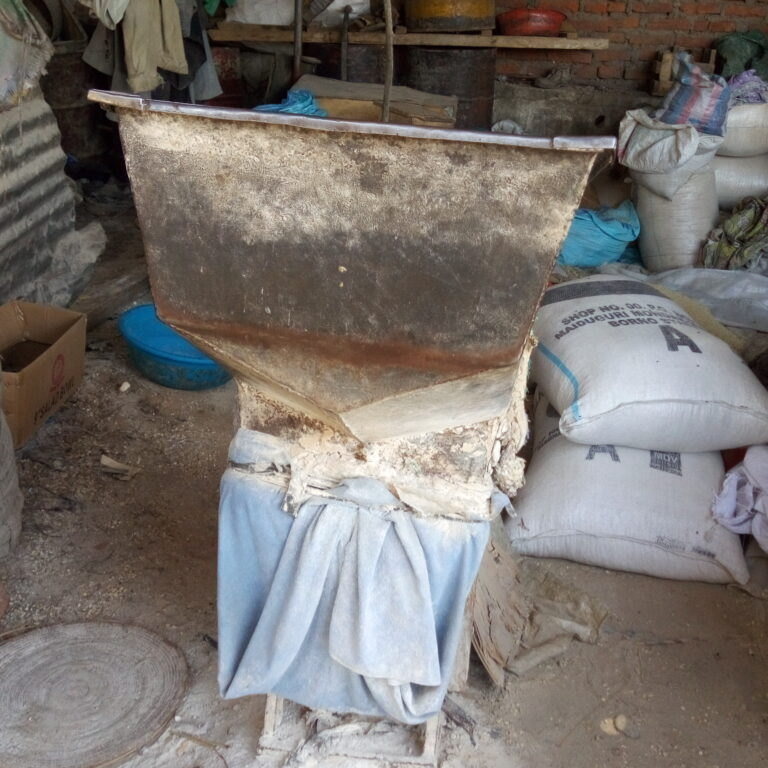 Au marché cinquantenaire, les vendeurs de mil s'inquiètent de la fermeture des moulins
