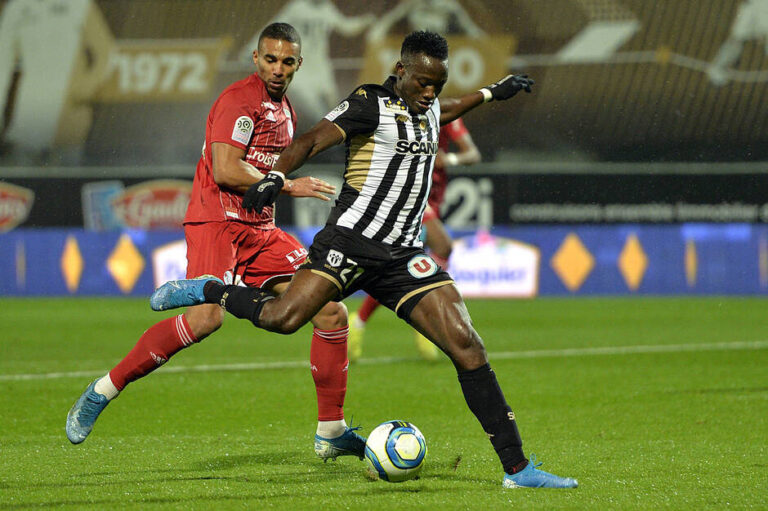 Casimir Ninga suspendu 3 matches ferme
