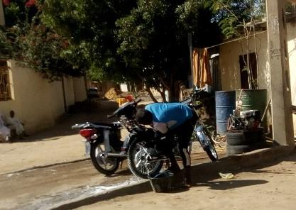 Tchad: le maire de N'Djamena rappelle à l'ordre les propriétaires de quincailleries et de stations de lavage