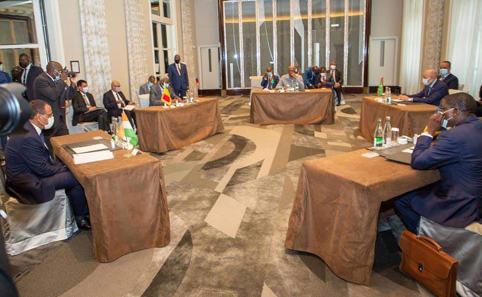 Chefs d'État et gouvernement du G5 Sahel tiennent un mini-sommet à Paris -  Tchadinfos.com