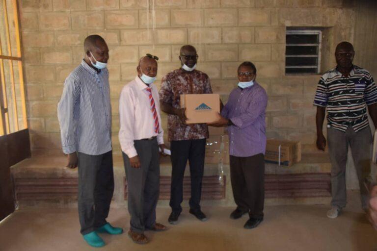 Tchad : des membres de Wakit Tama offrent des produits pharmaceutiques à des hôpitaux