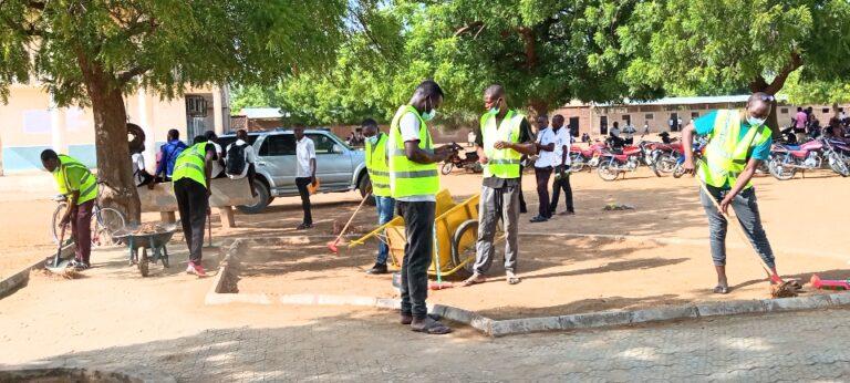 """Tchad: l'association """"Je respecte ma ville"""" donne un coup de balai au lycée de Walia"""