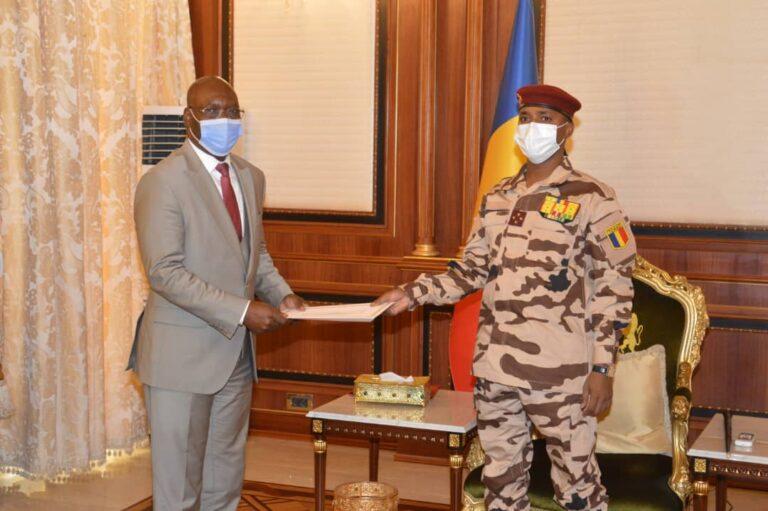 Tchad : le président du CMT reçoit le ministre équato-guinéen des Affaires étrangères