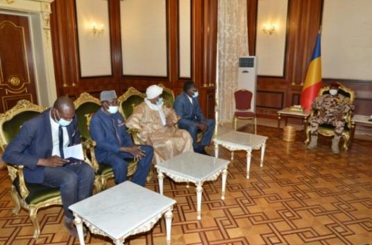 Tchad : le président du CMT reçoit une délégation de l'Association des autorités coutumières et traditionnelles