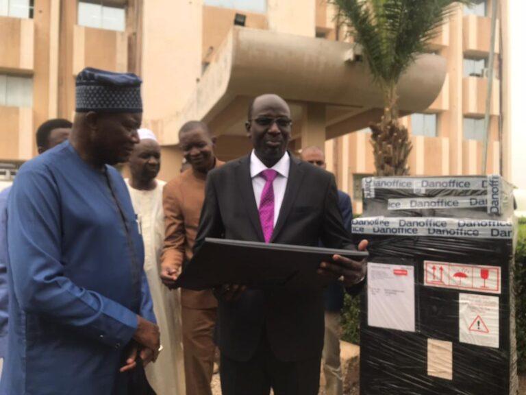 Tchad : le PNUD offre des équipements pour la mise  en place d'un système de cadastre minier