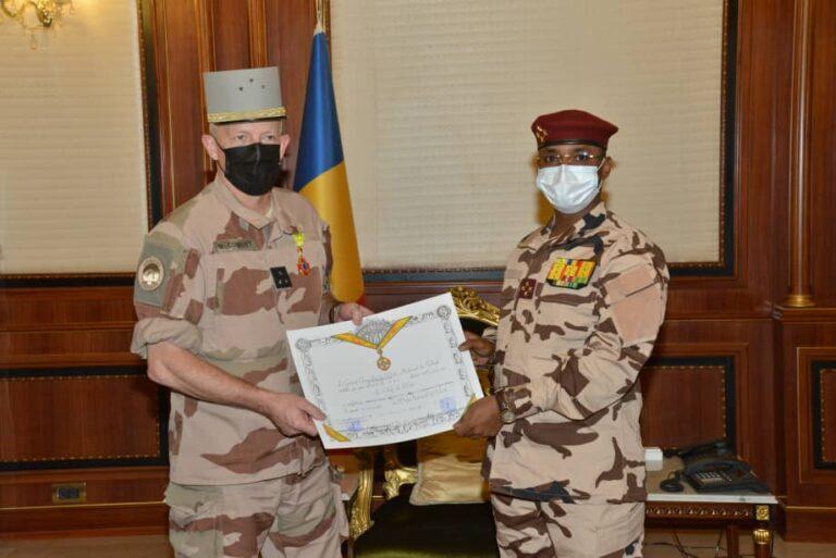 Arrivé en fin de mission, le commandant de la force Barkhane décoré
