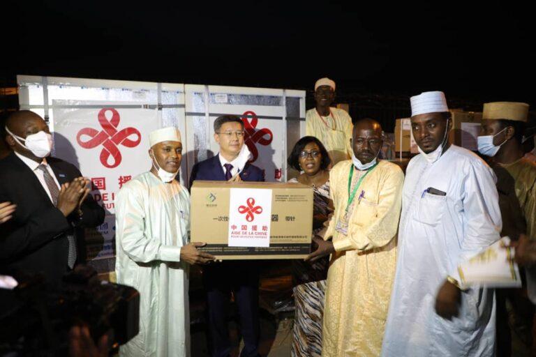 Tchad : 200 000 doses de vaccin contre le Covid-19 offertes par la Chine