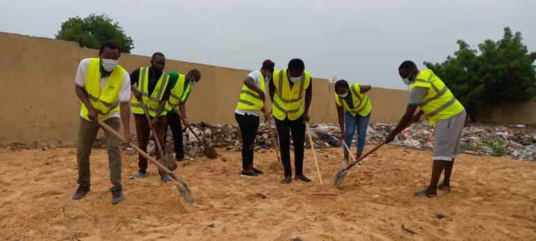 """Tchad : l'Association """"je respecte ma ville"""" donne un coup de balai à un marché du poisson de N'Djaména"""