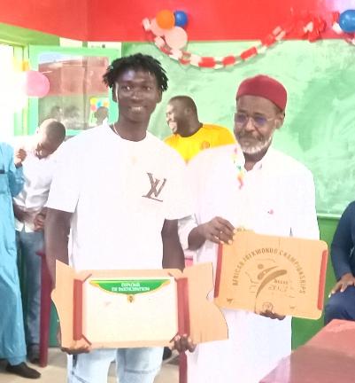 Taekwondo : le 3e vice-champion d'Afrique, Bétel Casimir, honoré par l'université HEC-Tchad