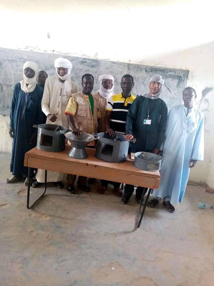 Ati : l'ONG Guera touristique forme les artisans locaux en technique de fabrication des foyers métalliques améliorés